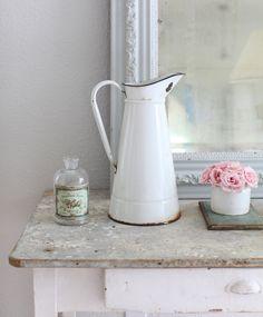 White vintage vignette White Things, White Stuff, Vintage Vignettes, Vintage Antiques, White Pitchers, Vintage Enamelware, Cottage Interiors, White Farmhouse, Little White