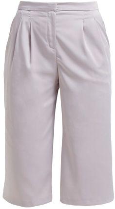 Pin for Later: Die schönsten Shorts fürs Büro  Dorothy Perkins Shorts in silber (ursprünglich 32 €, jetzt 23 €)