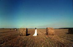 #поле #сено #белое #фотография #стог #Милан #пленка