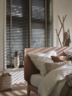 5 Noble Tips AND Tricks: Ikea Blinds And Curtains painted bamboo blinds.Living Room Blinds How To Make modern blinds sliding door. Black Blinds, Living Room Blinds, Blinds, Fabric Blinds, Window Treatments Living Room, Wooden Blinds, Diy Blinds, Blinds Design, Curtains With Blinds
