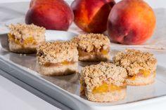 Peach Crumble Bars #SundaySupper http://www.thefinercookie.com/cookie-recipes/peach-crumble-bars
