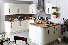 24 Beautiful And Functional Free Standing Kitchen Larder Units That Make Your Cooking Simple - Interior Design Inspirations Kitchen Larder Units, Cream Kitchen Cabinets, Cream Gloss Kitchen, Kitchen Flooring, Kitchen Furniture, Wood Flooring, Furniture Stores, Cheap Furniture, Contemporary Kitchen Diy