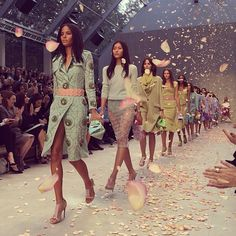Spring 2014 Burberry finale {perfect fashion week moment}