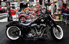 Harley Davidson News – Harley Davidson Bike Pics Custom Bobber, Custom Bikes, 1950s Rock And Roll, Harley Davidson 48, Gangster Style, Motos Honda, Hd Love, Harley Softail, Bobber Chopper