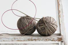 anana: Villasukat pyöröpuikolla varpaista varteen, kaksi kerralla! [kuvallinen ohje] Knitting Socks, Knitting Ideas, Knit Socks, Wicker Baskets, Magic Loop, Woven Baskets