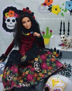 Barbie Halloween, All Paper, Barbie Dress, Paper Decorations, Poppy, Snow White, Presents, Wonder Woman, Dolls