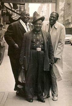 Blues greats Willie Dixon, Big Joe Williams and Memphis Slim on a Chicago street, mid Jazz Blues, Blues Music, Blues Artists, Music Artists, Ella Fitzgerald, I Love Music, Good Music, Billy Holiday, Memphis Slim