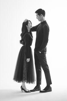Pre Wedding Shoot Ideas, Pre Wedding Poses, Wedding Couple Poses, Pre Wedding Photoshoot, Korean Wedding Photography, Couple Photography Poses, Korean Couple Photoshoot, Couple Picture Poses, Cute Couples