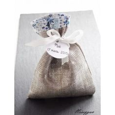 pochon /sachet adelajda étoiles bleues pour dragées pour un baptême , mariage avec étiquette personnalisée