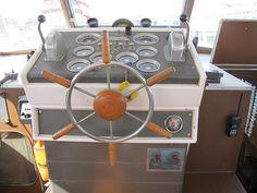 1962_chris_craft_boat_controls.jpg 500×375 pixels