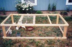 """""""An Easy and Affordable Poultry Pen"""" by Troy Griepentrog 11/25/08 Mother Earth News - Poultry Exercise Pen"""