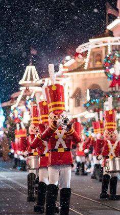X-mas in disneyland! Disney Christmas Parade, Disneyland Christmas, Disney World Christmas, Disney Holidays, Mickey's Very Merry Christmas, Christmas Mood, A Christmas Story, Nutcracker Christmas, Christmas 2019