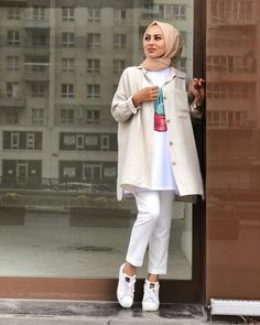 Women Outfits For Winter Dressy Modest Fashion Hijab, Modern Hijab Fashion, Street Hijab Fashion, Casual Hijab Outfit, Hijab Chic, Muslim Fashion, Winter Mode Outfits, Winter Fashion Outfits, Hijab Sport