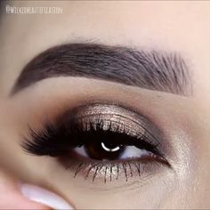 Gold Glitter Eye Makeup - Augen Make-up Smokey Eye - Eye Makeup Blue, Sparkle Eye Makeup, Makeup Eye Looks, Smoky Eye Makeup, Beautiful Eye Makeup, Makeup For Brown Eyes, Eyeshadow Makeup, Beautiful Eyes, Makeup Cosmetics