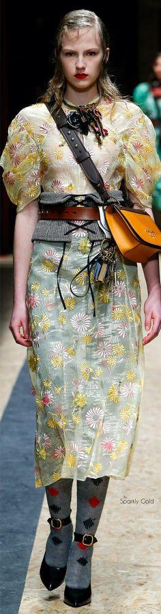Prada Fall 2016 Ready-to-Wear Fashion Show Fashion Art, Love Fashion, Runway Fashion, Fashion Show, Fashion Design, Fashion 2016, Women's Dresses, Beautiful Outfits, Cool Outfits