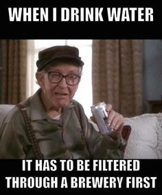 style icon: burgess meredith in grumpy old men. burgess is pitch perfect in about everything. in another life he could have been… martin balsam. that voice! Beer Memes, Beer Quotes, Beer Humor, Whiskey Quotes, Man Humor, Funny Signs, Funny Memes, Drunk Memes, Funny Quotes