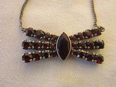 Vintage Halsschmuck - Alte Halskette in Schleifenform Silber Granaten   - ein Designerstück von schoenesundaltes bei DaWanda