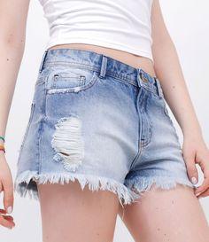 R$ 89,90 Short feminino      Lavagem com puídos      Com barra desfiada      Marca: Blue Steel      Tecido: jeans      Composição: 100% algodão      Modelo veste tamanho: 36