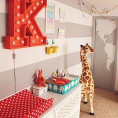 Tem medo de errar? A #girafa quebrou a idéia de conjuntinho deste quarto.  Onde encontrar as pelúcias mais descoladas para o quarto ou a festa dos pequenos? Digite PELÚCIA no campo BUSCA do site. Enviamos para todo Brasil! www.mimootoys.com.br by mimootoysndolls