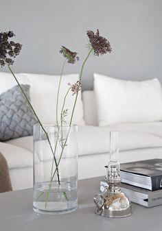 The perfect grey color - Stylizimo Modern Interior, Interior And Exterior, Interior Design, Grey Stuff, Classic Living Room, Organic Modern, Scandinavian Home, Living Room Inspiration, Tudor
