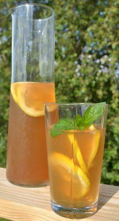 iste med hyldeblomst og citron