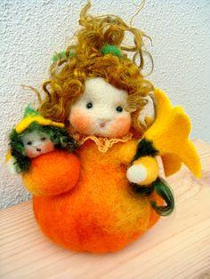 Kürbis Mutter mit Kind Jahreszeitentisch von Zauberland auf DaWanda.com
