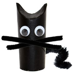 A Halloween cat very easy to make by recycling cardboard tubes. A black cat very easy to do with children of any age. An easy DIY to play on the theme of Halloween, cats, witches and fear! Theme Halloween, Easy Halloween Crafts, Halloween Cat, Halloween 2019, Fall Crafts, Happy Halloween, Halloween Decorations, Diy Crafts, Hallowen Ideas