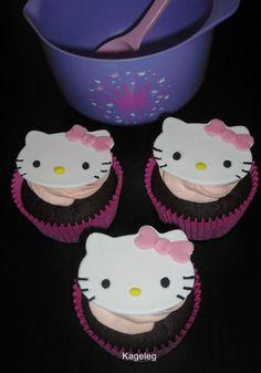 Kageleg: Hello Kitty Cupcakes