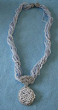 ppe18f05ad.jpg..blue chains with pearl pendant..free pattern!