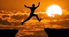 """""""Se te mostras fraco no dia da angústia, a tua força é pequena."""" Provérbios 24:10 A coragem envolve a disposição de tomar a iniciativa e se arriscar. No capítulo 25 de Mateus, Jesus conta a parábola dos talentos, em que um servo medroso, por falta de coragem, não investiu o dinheiro que recebeu do patrão … Continue lendo A Lei da Coragem →"""