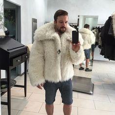 How you like this awsome jacket???? It Is from the best furier in the world 👍😀 #pelz #fur #furjacket #furcoat #winter #pelzjacke #pelzmantel #winter #kalt #cold #fashion #luxury #mode