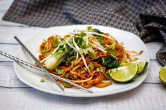 You asked for an easy chicken Pad Thai recipe, so here it is! A faster, simpler version of pad thai, this yummy recipe will leave you craving more. Vegetarian Pad Thai, Vegetarian Italian, Vegetarian Recipes Dinner, Vegetarian Cooking, Vegan Dinners, Thai Cooking, Vegan Food, Healthy Meals For Two, Easy Healthy Recipes