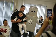 Resultados da Pesquisa de imagens do Google para http://174.121.10.220/~skeeping/images/stories/Robot_Birthday_Party_Robot_Activity_Costume_Jane.jpg