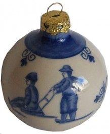Kerstbal Delfts blauw Kinderspel slee € 5,75