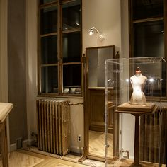 AbHerï 京都店店舗イメージ2 Antique Furniture, Liquor Cabinet, Shapes, Display, Iphone, Antiques, Storage, Projects, Home Decor
