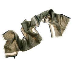 Militar - Recuerdos de la infancia a base de sopa de letras.Elegancia y originalidad en formato foulard de cuello.Tacto suave y colores brillantes.