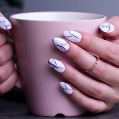 Try out ways to get these cool marble nails! How to apply nail polish? Nail polish in your friend's nails looks perfect, however, Nail Art Designs Videos, Nail Art Videos, Acrylic Nail Designs, Nail Design Glitter, Nails Design, Pink Glitter, Marble Nail Art, How To Marble Nails, Spring Nail Art
