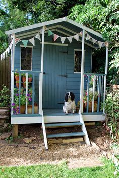 The perfect summerhouse straight from the pages of Country Living! With a bit of help from a couple of cans of paint. Sheds, Country Living, Gin, Fingers, Summer Time, Palace, Garden Ideas, Projects To Try, Gardens