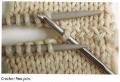 """Eine optisch interessante Verbindung zweier Strickteile mittels einer Häkelnadel - von tichiro.net dem Buch """"Knitting - Colour, structure and design"""" von Alison Ellen entnommen. Mehr"""