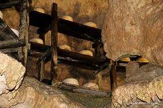 Cueva Exposición Queso Cabrales. Picos de Europa. [Más info] http://www.desdeasturias.com/cueva-exposicion-del-queso-de-cabrales/