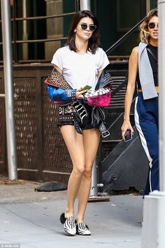 Kendall Jenner Reveals the Nickname She Has for Her Squad of Besties!: Photo Kendall Jenner is all smiles as she pets some furry friends during an outdoor photo shoot on Monday (September in New York City. The model, who… Kendall Jenner News, Looks Kylie Jenner, Kendall Jenner Outfits, Punk Looks, Celebrity Style, Mini Skirts, California, Womens Fashion, How To Wear