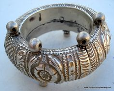India | Old Silver hollow two-part bracelet ~ (todo, singular, toda, plural:or kalla ) ~ from Gugrat,worn by Maldhari women and others