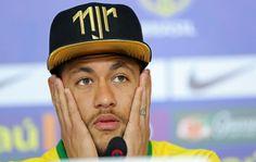 Neymar admite a dor, mas pede que equipe não abaixe a cabeça (Foto: Mowa Press)10/07/2014.