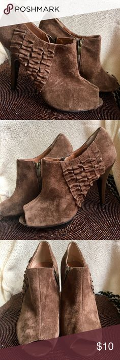"""Nine West Suede Leather Bootie Heels Size 7.5 M Lovely pair of Nine West Suede Leather bootie heels, size 7.5 M. Color is a medium brown. Has zippers on inner ankles. Heel size is 4.25"""", platform 1/2"""". Shows signs of moderate use. Heels have some scratches, dings, and dents not too noticeable, unless you examine closely. Suede has a small ink mark, and a worn patch. Soles and platform are in pretty good shape. All flaws shown in photos. Please enlarge for best detail. Priced to reflect…"""