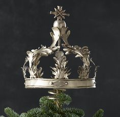 Finish the tree in regal style with our majestic topper, which turns every Christmas tree into a noble fir.