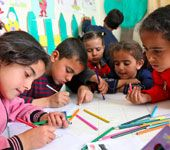 Syrian refugee children draw during an art class. Credit: © UNICEF