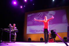 Detalle de la actuación de Javier Coble y María Vega en el teatro