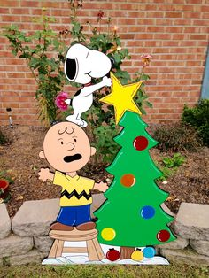 Christmas Peanuts Yard Art Decoration Snoopy Christmas Yard Art The 30 most crea Charlie Brown Christmas Decorations, Outside Christmas Decorations, Christmas Yard Art, Christmas Wood, Christmas Projects, Christmas Dinosaur, Xmas, Wood Yard Art, Peanuts Christmas