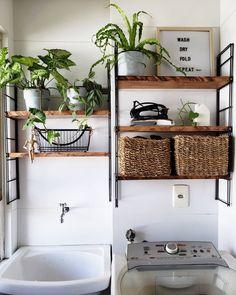 Lavanderia pequena: 6 dicas e 70 inspirações para planejar a sua Laundry Decor, Laundry Room Design, Deco Studio, Diy Home Decor, Room Decor, Room Interior, Home Accessories, Sweet Home, House Styles