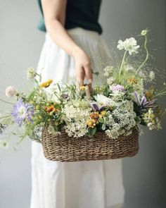 Uploaded by Find images and videos on We Heart It - the app to get lost in what you love. Flower Farm, Flower Basket, Flower Boxes, Flower Table Decorations, Table Flowers, Fresh Flowers, Wild Flowers, Beautiful Flowers, Ikebana